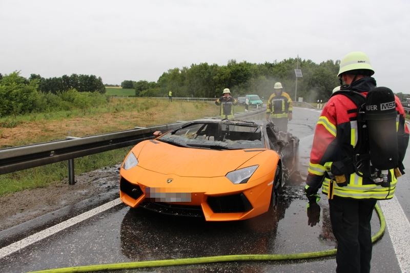 Orange Lamborghini Aventador Destroyed by Fire on Autobahn Gallery