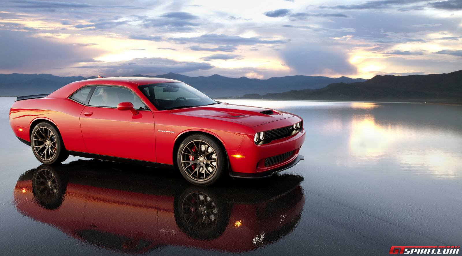 dodge challenger srt hellcat has 707hp and 650lb ft gtspirit. Black Bedroom Furniture Sets. Home Design Ideas
