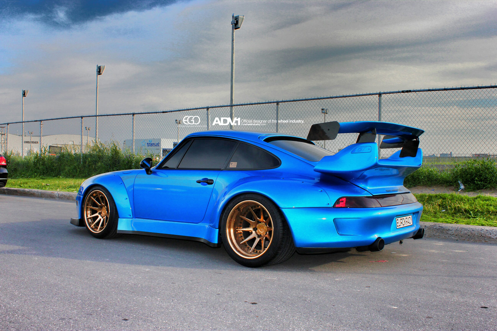 stunning rwb porsche 993 turbo with golden adv 1 wheels gtspirit. Black Bedroom Furniture Sets. Home Design Ideas
