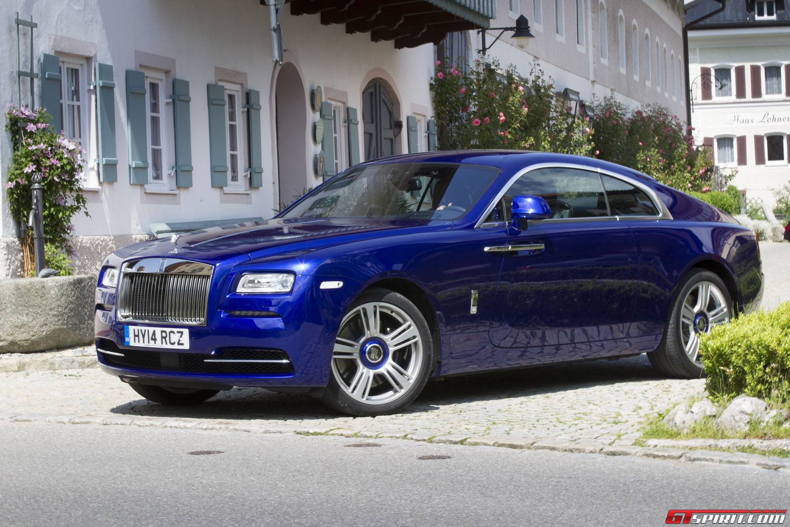 special report rolls royce wraith ghost and phantom comparison tour gtspirit. Black Bedroom Furniture Sets. Home Design Ideas
