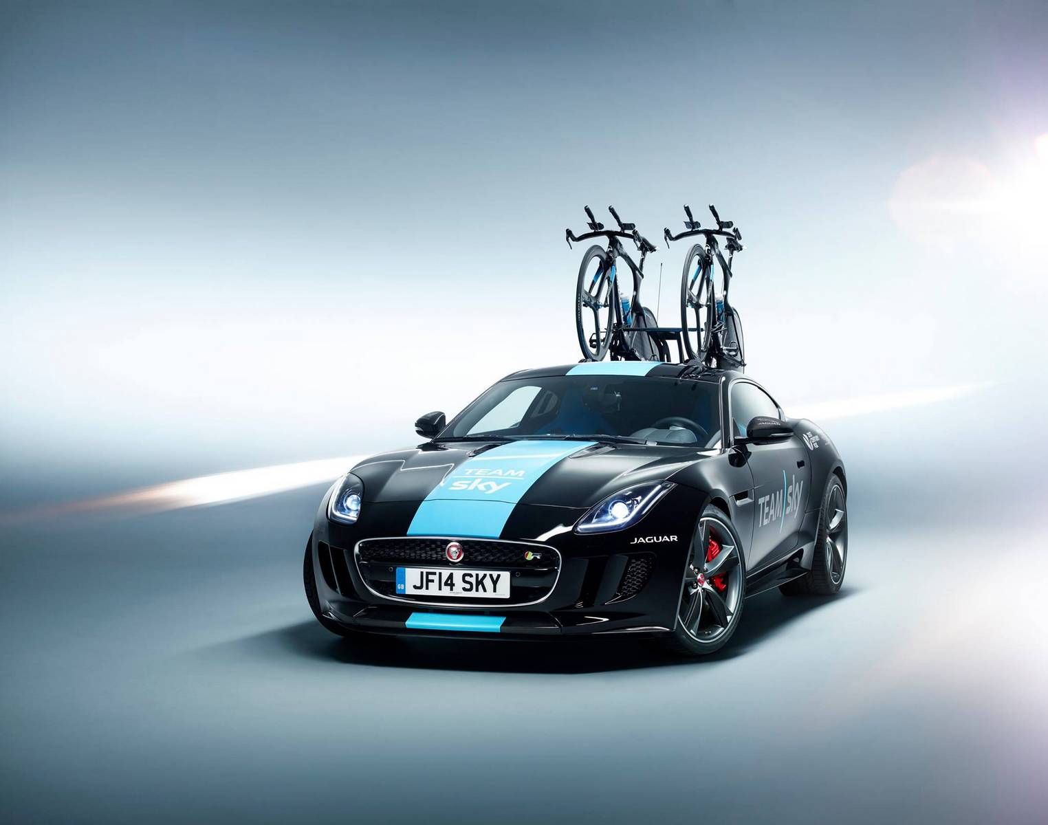 jaguar f type r coupe tour de france concept joins team. Black Bedroom Furniture Sets. Home Design Ideas