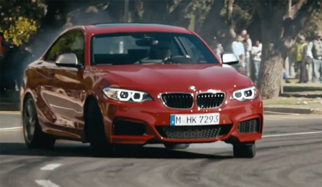 Video: BMW M235i Perform Synchronised Drifting!