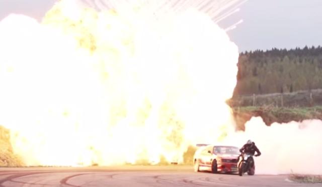 Video: Nissan Skyline Drifter vs Motorbike