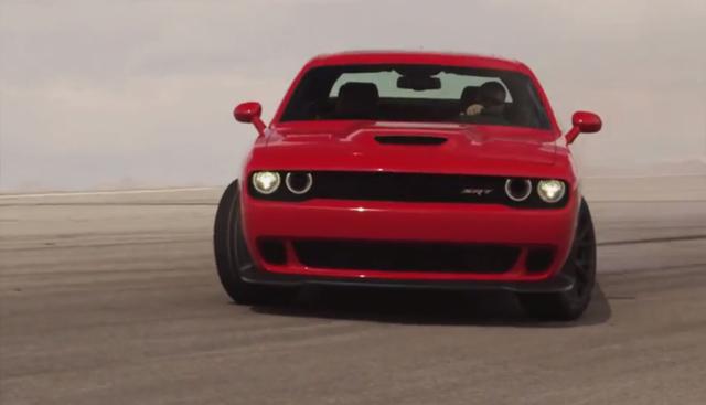 Video: Dodge Challenger SRT Hellcat Roaring on Track!