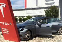 Customer Tesla Model S Immediately Crashes Into Dearlership Sign