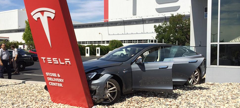 Customer Tesla Model S Immediately Crashes Into Dearlership Sign