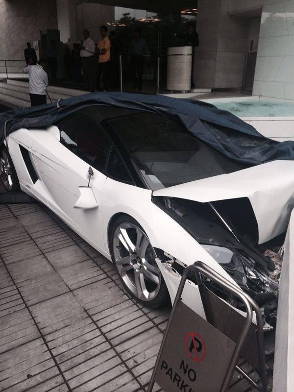 Valet Crashed Lamborghini Gallardo Spyder in India