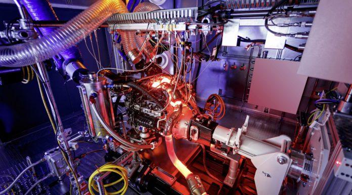 New Pictures of AMG 4.0-litre V8 Biturbo Engine Revealed