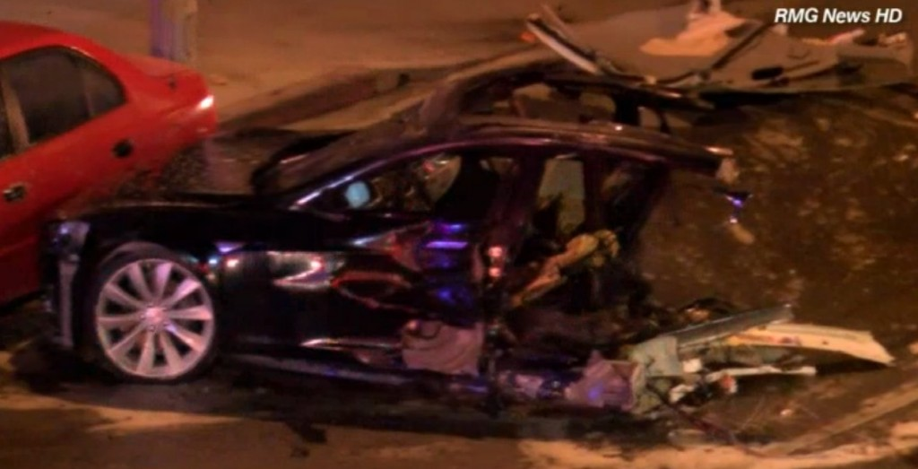 Tesla Model S Splits in Half and Catches Fire After 160km/h Police Chase