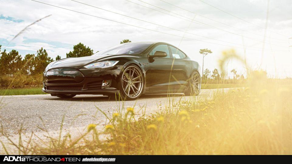 Tesla Model S Rolling on ADV.1 Wheels!