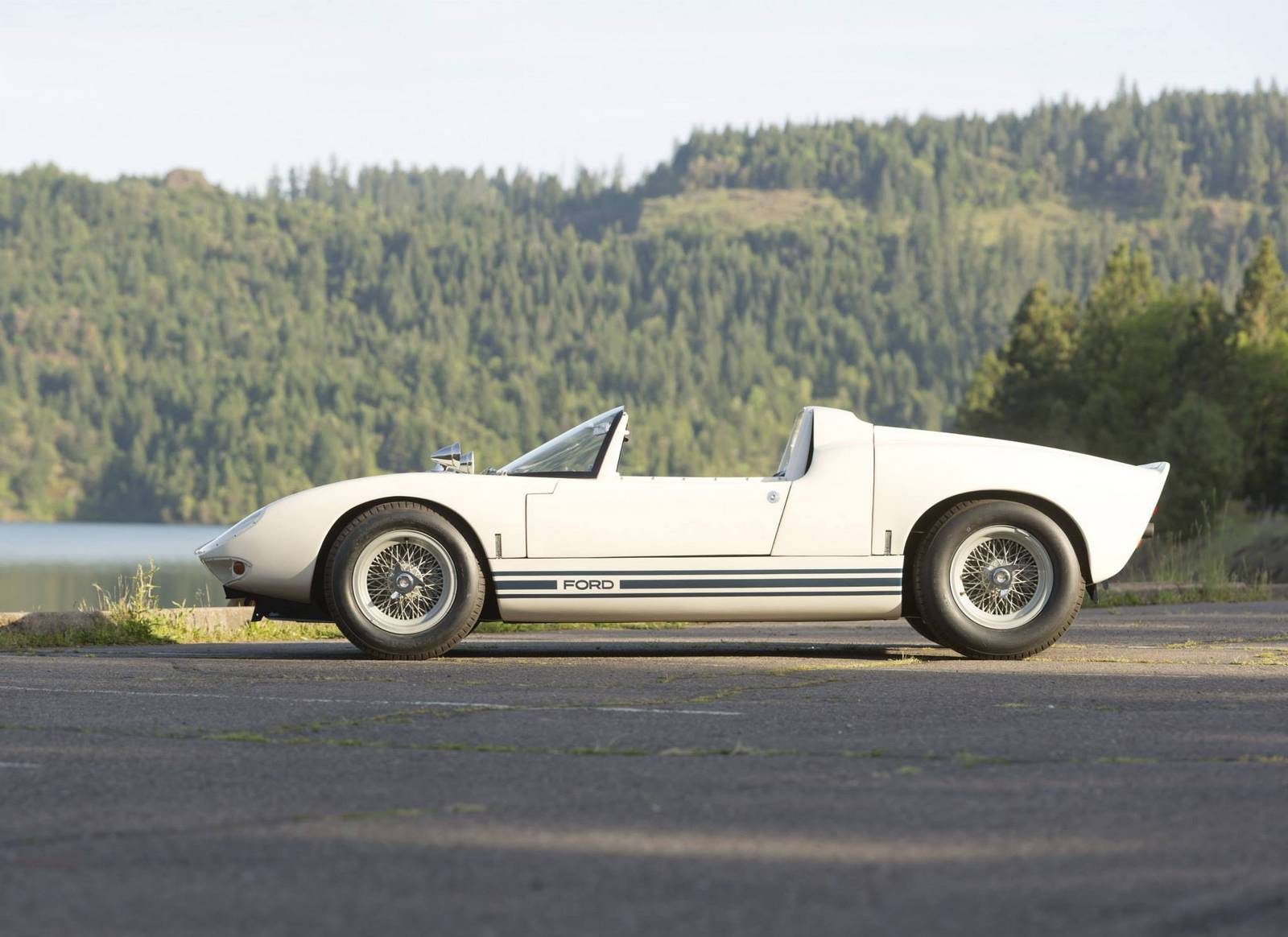 1965 Ford GT40 Roadster Prototype Sells for $6.3 Million at RM Auctions - GTspirit