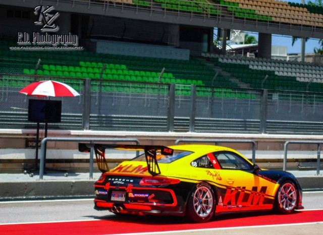 Porsche Carrera Cup Asia: Pitwalk Glamour with the Grid Girls