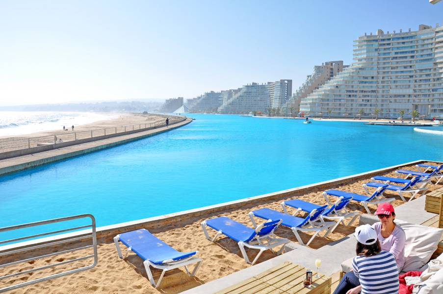 World 39 s largest swimming pool at san alfonso del mar in chile gtspirit for San alfonso del mar swimming pool