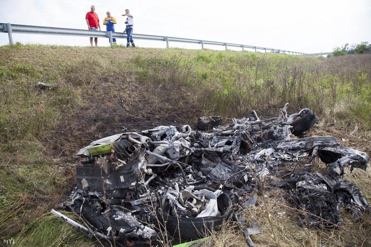 lamborghini huracan reduced to ashes in fiery hungarian crash
