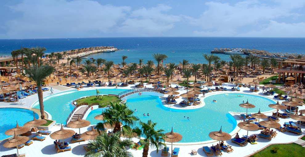 Red Sea Glamour: Beach Albatros Resort in Egypt