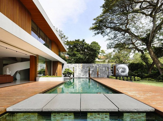 Private House in Singapore with a Touch of Nature