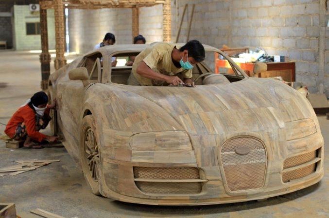 Indonesian Craftsman Creates Wooden Bugatti Veyron