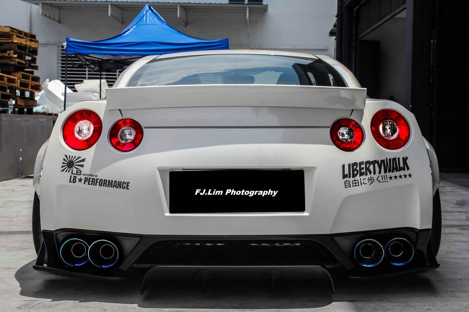 Liberty Walk Nissan Gt R Widebody In Malaysia Gtspirit