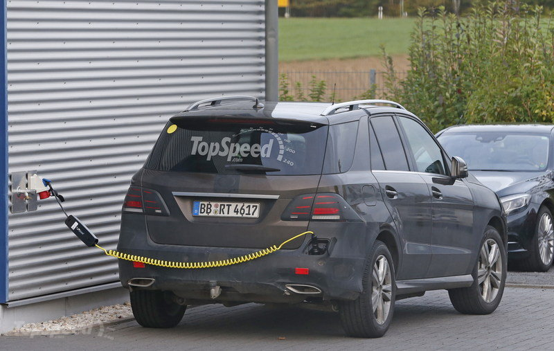 next generation mercedes benz gle plug in hybrid spied gtspirit. Black Bedroom Furniture Sets. Home Design Ideas
