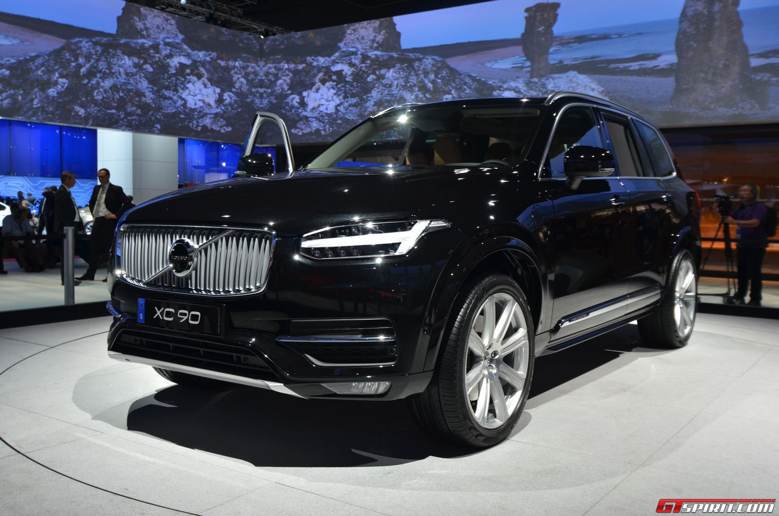 paris 2014 2016 volvo xc90 gtspirit. Black Bedroom Furniture Sets. Home Design Ideas