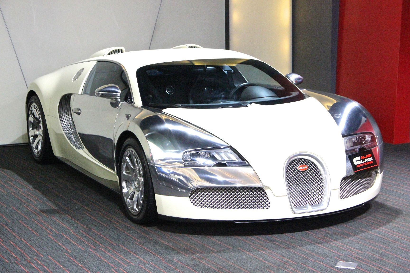bugatti veyron l edition centenaire s for sale at al ain class gtspirit. Black Bedroom Furniture Sets. Home Design Ideas