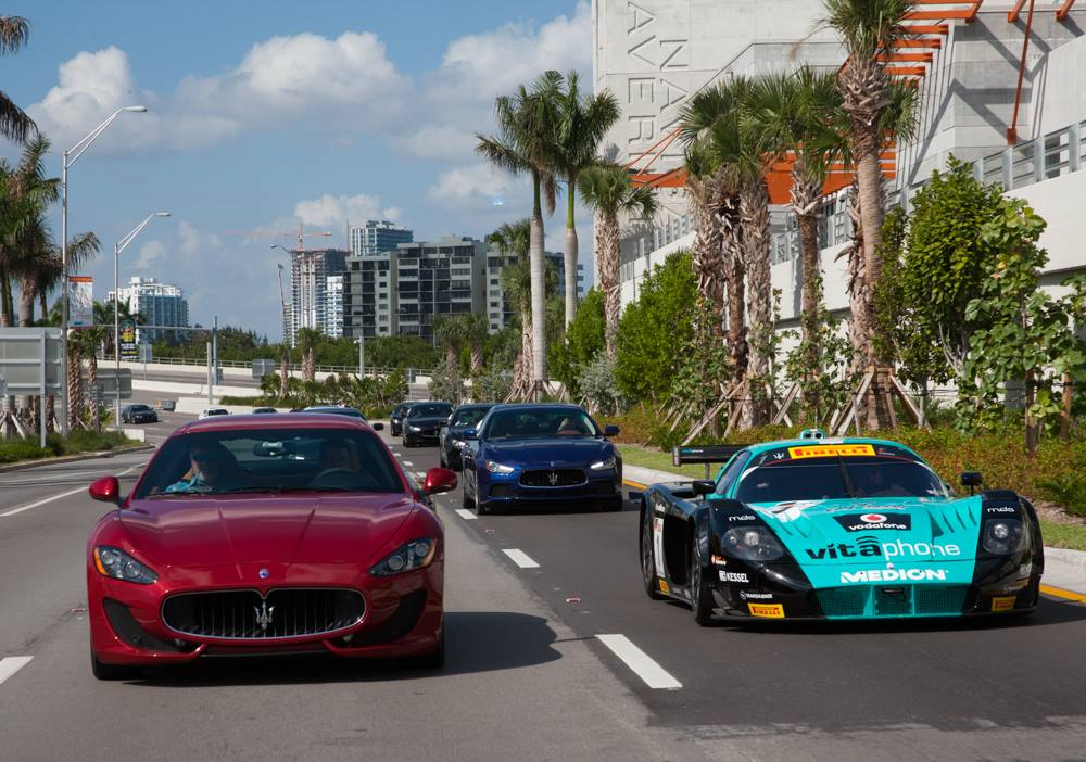 maserati mc12 corsa takes a ride ocean drive in miami beach gtspirit. Black Bedroom Furniture Sets. Home Design Ideas