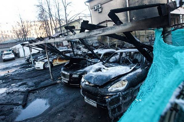 Moscow Fire burns supercars