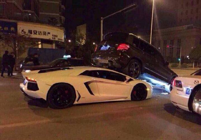 Lamborghini Aventador Crashes into Mercedes GLK