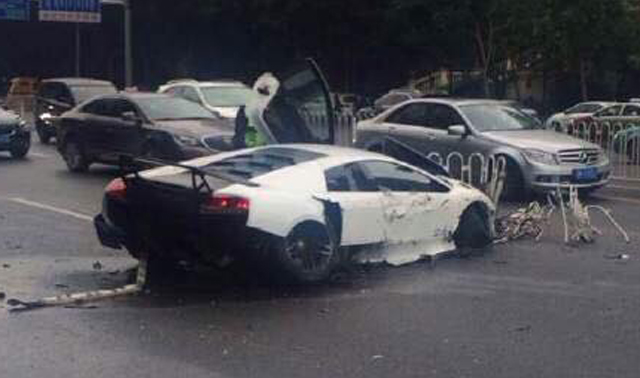 Lamborghini Murcielago SV Crashes in China