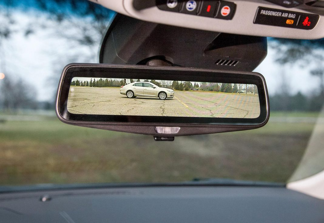 Cadillac CT6's Video Steaming Mirror