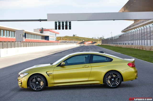 2015-F82-BMW-M4-Coupe-Side