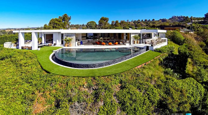 Minecraft Creator Outbids Beyonce/Jay-Z for Beverly Hills Mansion