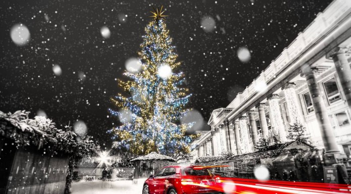 Photo of the Day: Mercedes-Benz GLA in Christmas Glory!