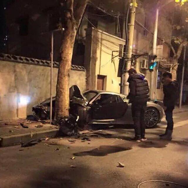 porsche 918 spyder crashes in china gtspirit. Black Bedroom Furniture Sets. Home Design Ideas