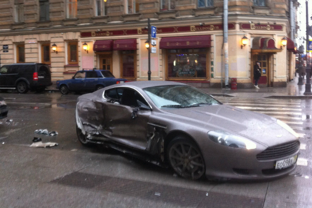 15 Year Old Russian Owner Crashes Aston Martin Db9 Gtspirit