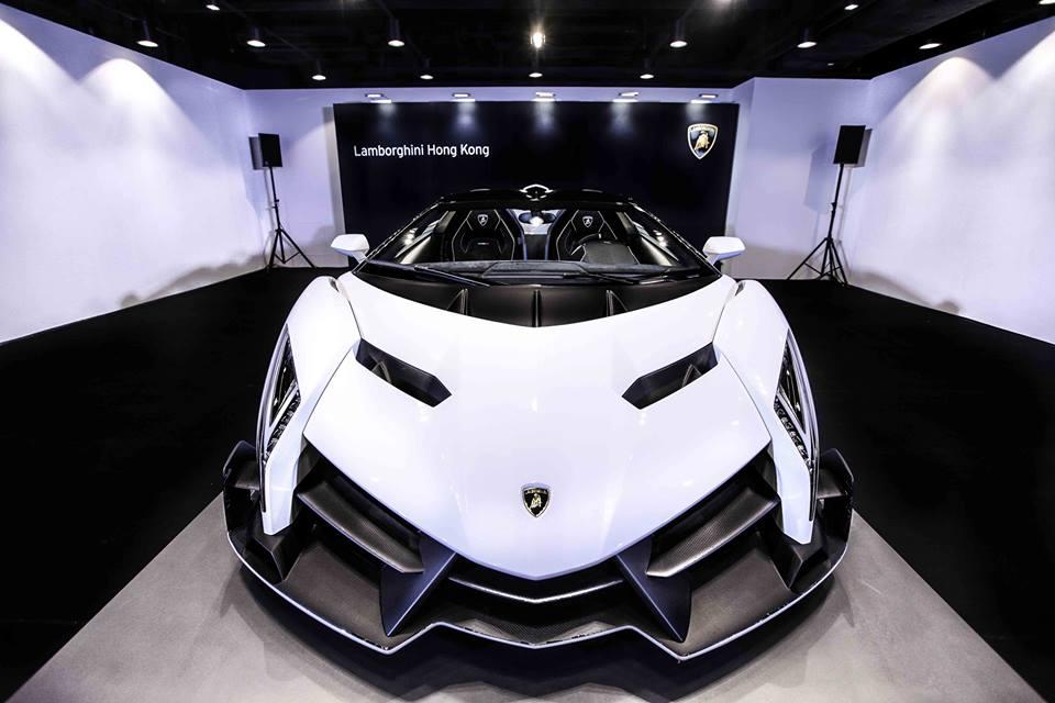 Lamborghini Veneno Roadster has just been delivered to Lamborghini    Lamborghini Veneno Roadster 2015