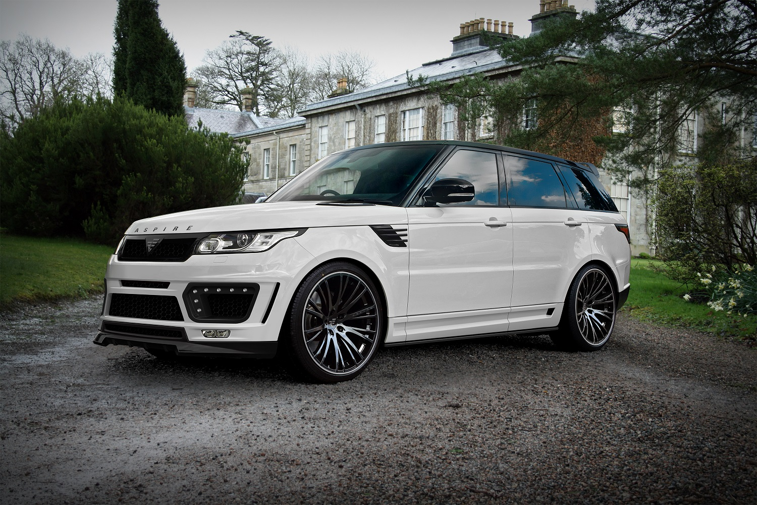 official range rover sport by aspire design gtspirit. Black Bedroom Furniture Sets. Home Design Ideas