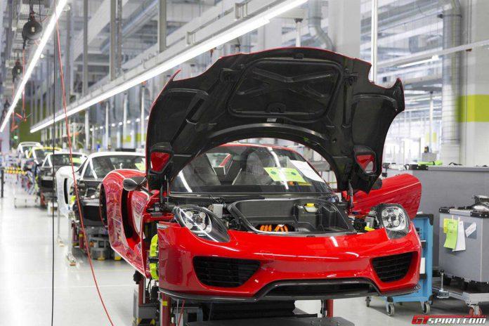 Discover the Porsche 918 Spyder Manufacturing Process