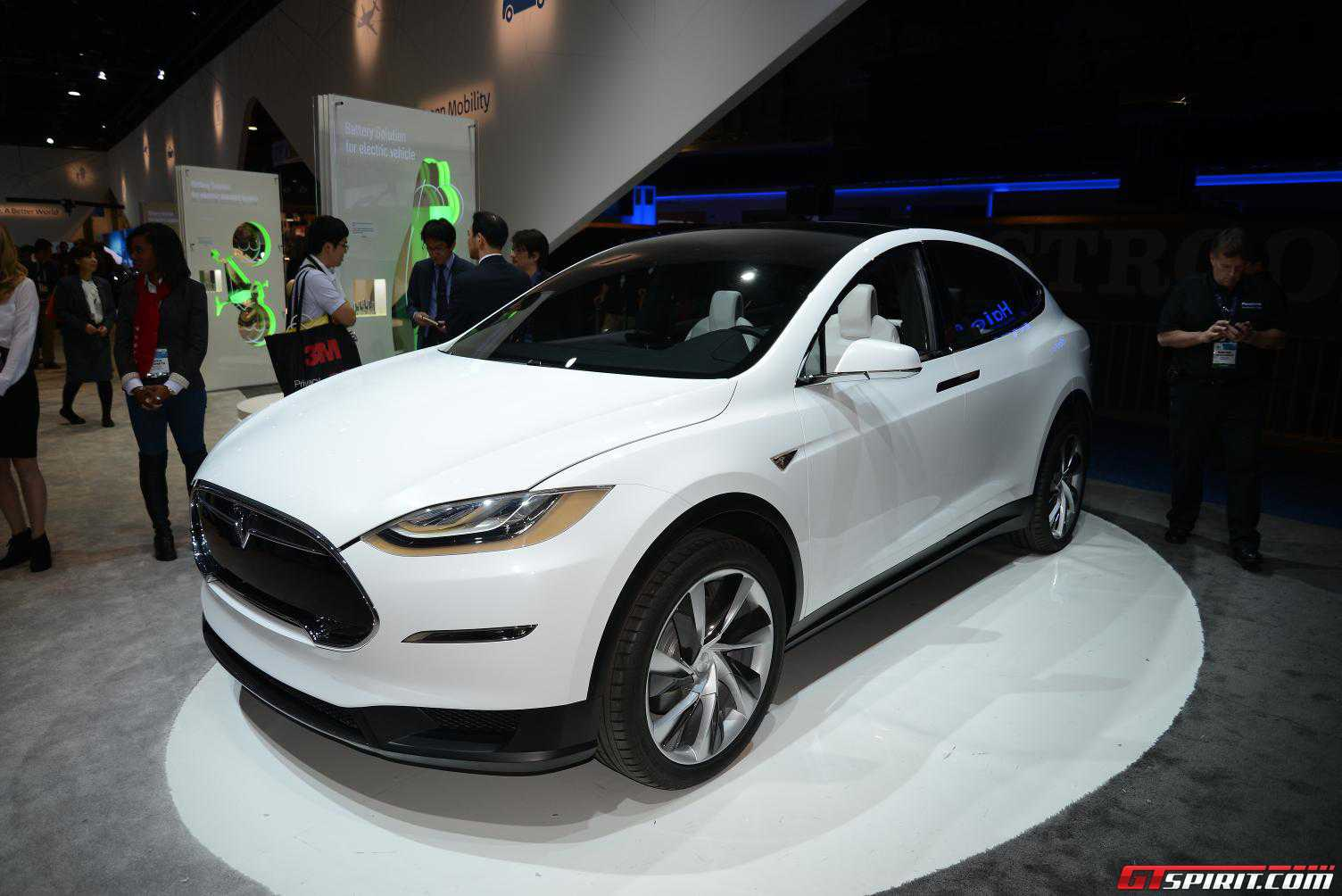 ces 2015 tesla model x gtspirit. Black Bedroom Furniture Sets. Home Design Ideas