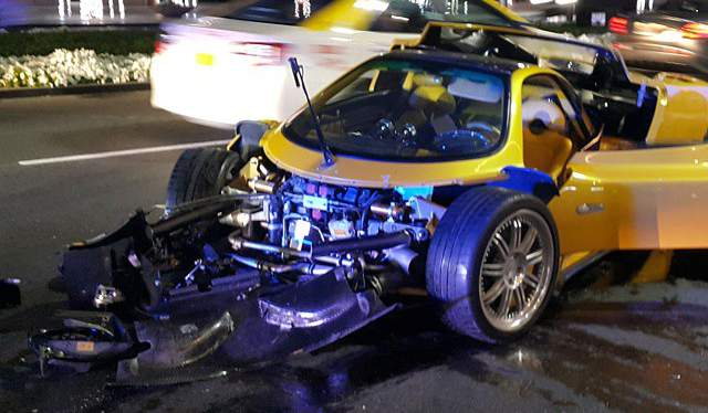Yellow Pagani Zonda F Crashes in Dubai