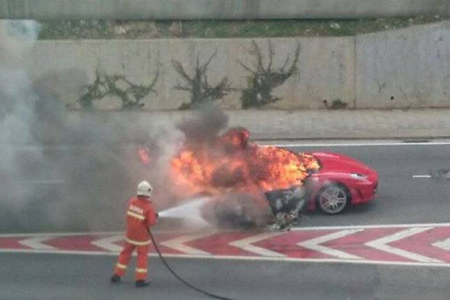 Ferrari F430 Catches Fire During Rush Hour in Malaysia
