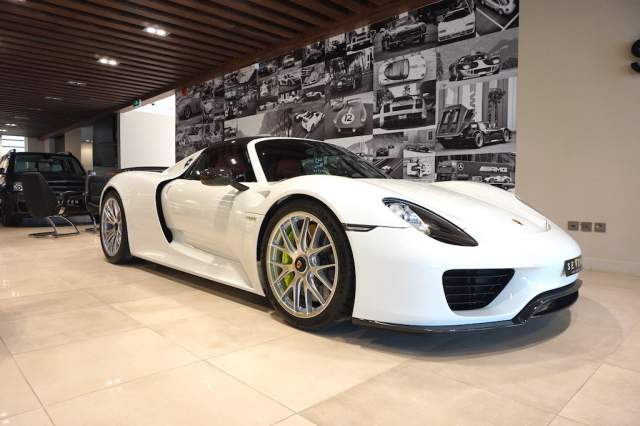 clean white porsche 918 spyder for sale gtspirit. Black Bedroom Furniture Sets. Home Design Ideas