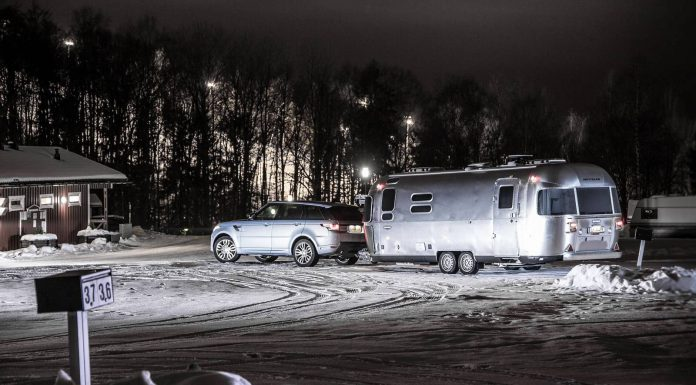 Feature_rangerover_skislope-camp