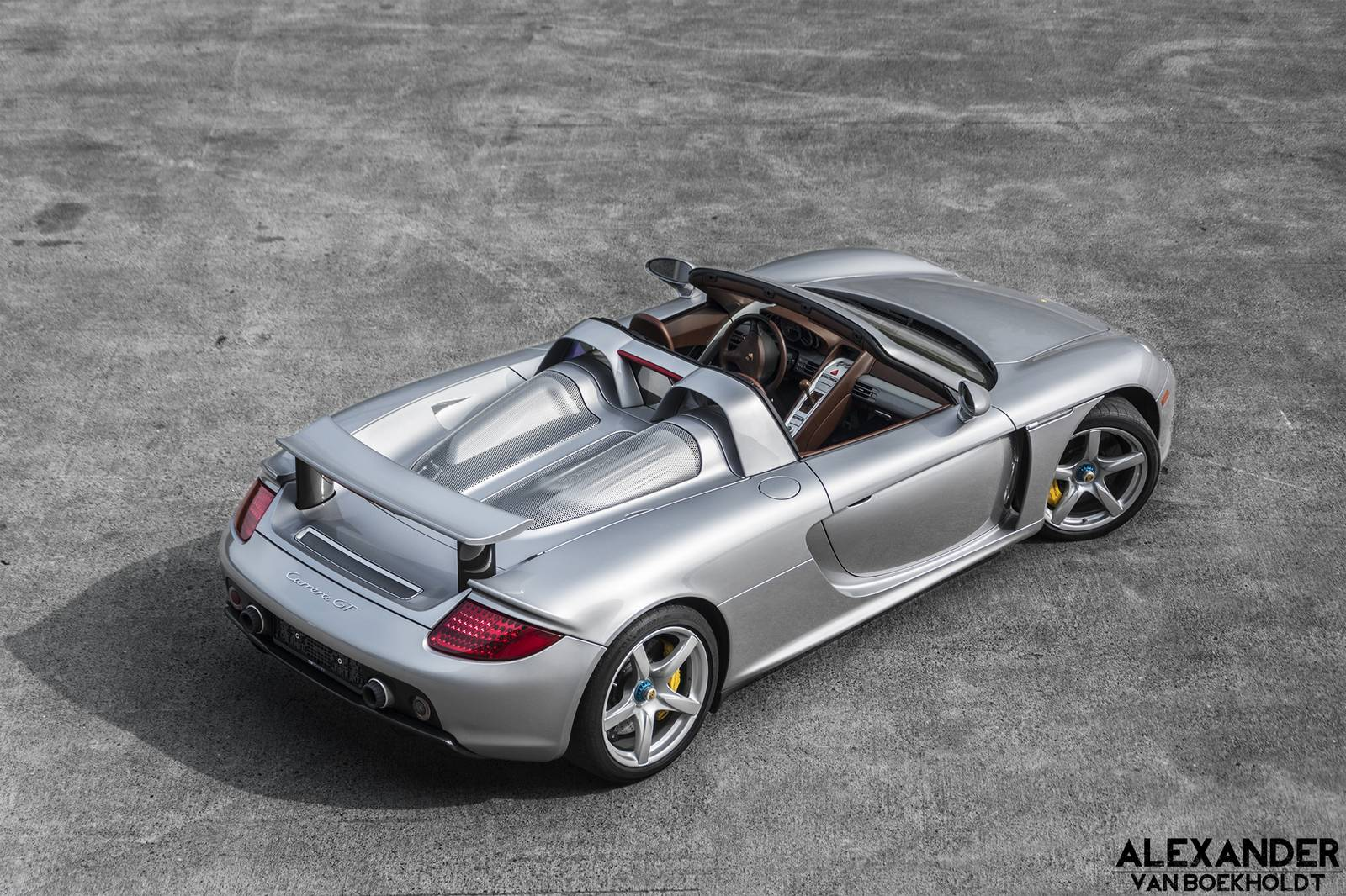 amazing silver porsche carrera gt with cocoa interior gtspirit. Black Bedroom Furniture Sets. Home Design Ideas
