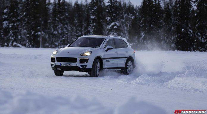 Porsche Cayenne Snow Drift