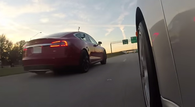 Video thumbnail for youtube video Video: Tesla Model S P85D vs Porsche 911 Turbo S