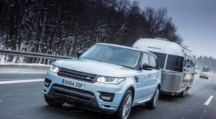 feature_rangerover_towing-in-snow