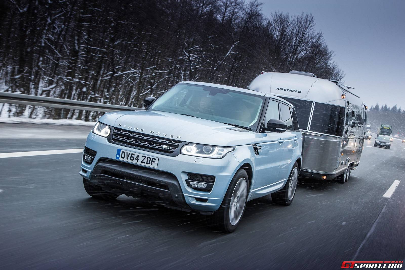 Range rover sport hybrid tows airstream in arctic test gtspirit sciox Choice Image