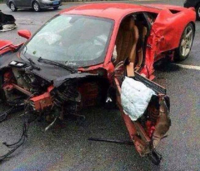 Ferrari 458 Italia Crashes in the Rain in China