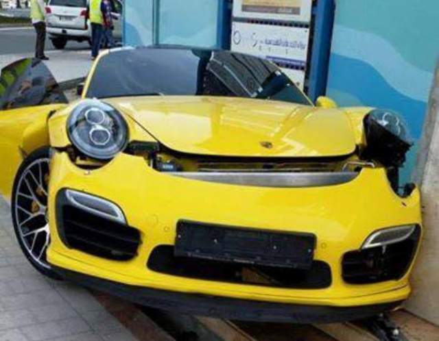 Porsche 911 Turbo S Wrecked in Dubai